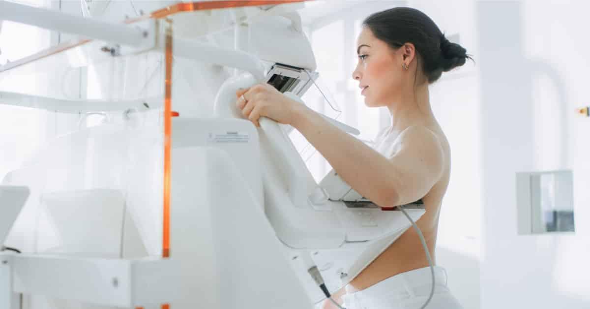 Ai-peste-40-de-ani-Trebuie-sa-ti-faci-o-mamografie